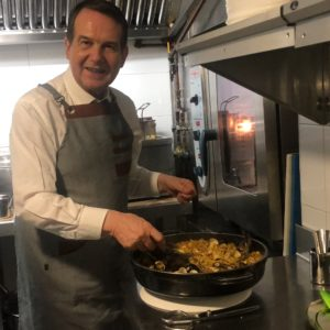 Abel Caballero cocina su 'Fideuá Vigo'